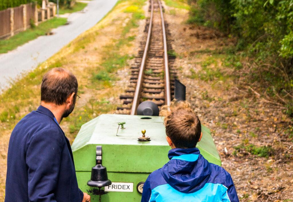 Narrow-gauge track